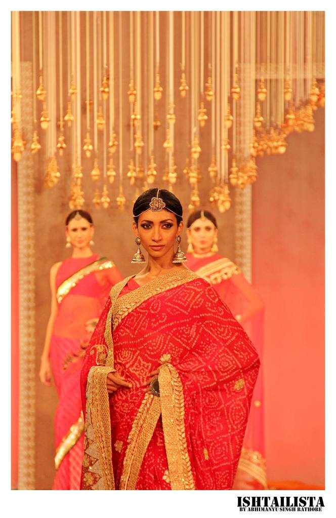 Supermdel Lakshmi Rana sashayed down the runway in red Rajasthani bandhani saree.