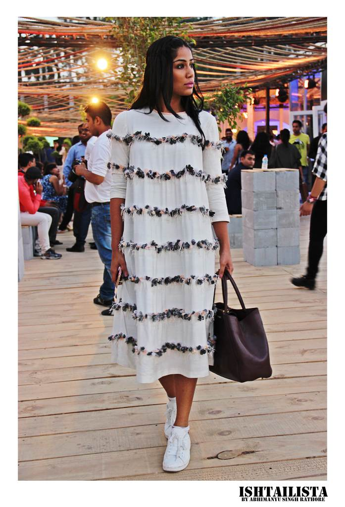 Santushi of Thestyledge. Her style is effortless and its absolute treat to capture this architect student turned fashion blogger. Santushi ooked stunning in 'ilk by Shikha Grover' shift dress, love the delicate texture details.