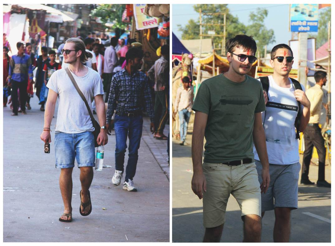 Men in Tshirt & shorts-street style india-tourism chic-trends 2017